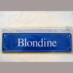 Namensschild Blondine 7x26cm
